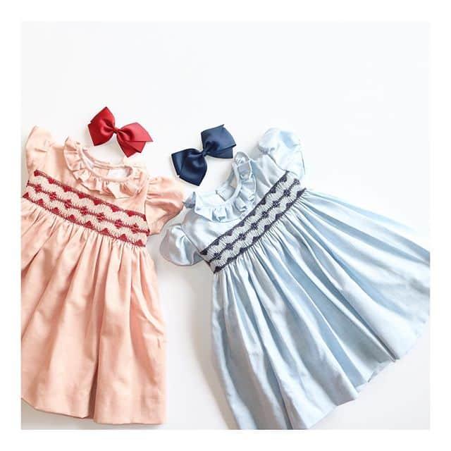Amaia Kids ♥For our precious girls♡発売と同時に大人気のMoohren dress♡アマイアキッズがお届けする、上質のウール入りコットンを使用したワンピースです。胸元の豪華なスモッキング刺繍はアマイアキッズが信頼を置くスペインの職人により一枚一枚施されています。大量生産をせず、真心を込めたアマイアキッズのスモッキング刺繍入りワンピース。アマイアキッズの代表的なワンピースをお楽しみください。ご出産祝い用にはアマイアキッズオリジナルギフトボックスをご利用ください。https://bonitatokyo.com#アマイアキッズ専門店 #amaiakids #アマイアキッズ #bonitatokyo #ボニータトウキョウ #シャーロット王女 #キャサリン妃 #英国フェア #英国展 #海外子供服 #スモッキング刺繍 #スモック刺繍 #むすめ服 #女の子ママ #女の子服 #女の子ファッション #ベビーフォーマル #ベビーギフト #出産祝い #出産祝いギフト #ベビードレス #girlsdress #女の子ママ予定 #うめはんママ #キッズコーデ