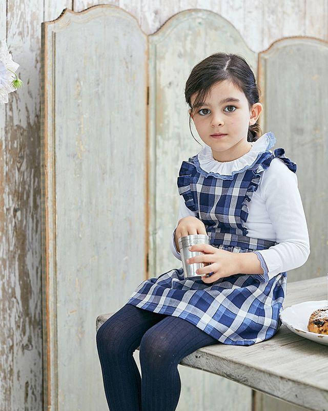 Amaia Kids ♥Style in Blue アマイアキッズのロイヤルブルーラインは安定した品の良さと可愛さを届けてくれます。写真ジャンパースカート: Mona dressトップス: Chelsea Topsタイツ: Navyトップスはカーディガンやセーターの中に着て、華やかな襟元を出すと、女の子らしさを倍増させてくれるアイテム。寒さ対策で重ね着をする季節には便利な1枚です。https://bonitatokyo.com/#アマイアキッズ専門店 #ボニータトウキョウ #bonitatokyo #amaiakids #アマイアキッズ #シャーロット王女 #キャサリン妃 #ジョージ王子 #海外子供服 #女の子ママ #女の子服 #女の子ママ #女の子服 #ベビー服 #ベビー用品 #出産祝い #ママリ #むすめふく #キッズフォーマル #子どものいる暮らし