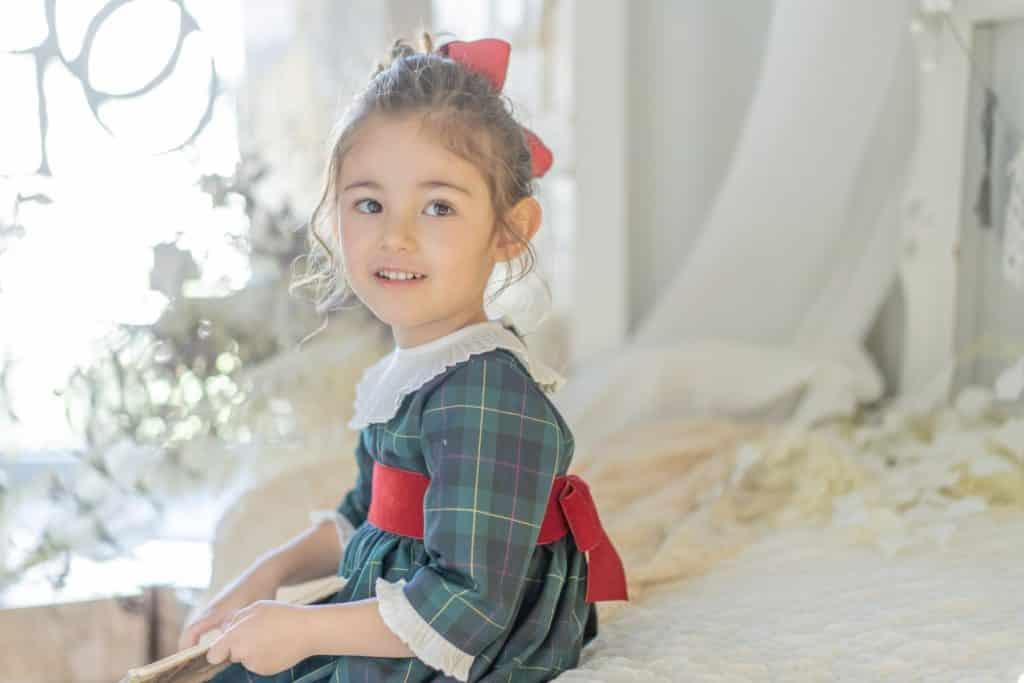 The family♡写真ワンピース: Andrea dressアマイアキッズのタータンチェック柄クリスマスコレクション♡同じ生地を使用した子ども服のリンクコーディネートはアマイアキッズデザイナー、アマイアの故郷スペインの伝統的な着こなしスタイル。上の子にはあの服、下の子にはあの服、リンクコーディネートを考える時間はママの至福の時♡スタジオコフレさんで衣装としてお選びいただけます。撮影@studiocoffret大阪梅田店 @studiocoffret_umeda 東京青山店 @studiocoffret_aoyama 「キャッシュレス・消費者還元制度」でオンラインショップにてクレジットカードご利用のお客様はお支払い金額の5%還元中︎↓↓https://bonitatokyo.com#アマイアキッズ専門店 #ボニータトウキョウ #bonitatokyo #amaiakids #アマイアキッズ #シャーロット王女 #キャサリン妃 #ジョージ王子 #海外子供服 #女の子ママ #子供服 #女の子服 #女の子ベビーママ #ベビー服 #ベビー用品 #出産祝い #ママライフ #むすめふく #女の子ファッション #赤ちゃんのいる生活  #ベビーモデル #兄弟リンクコーデ #クリスマス準備