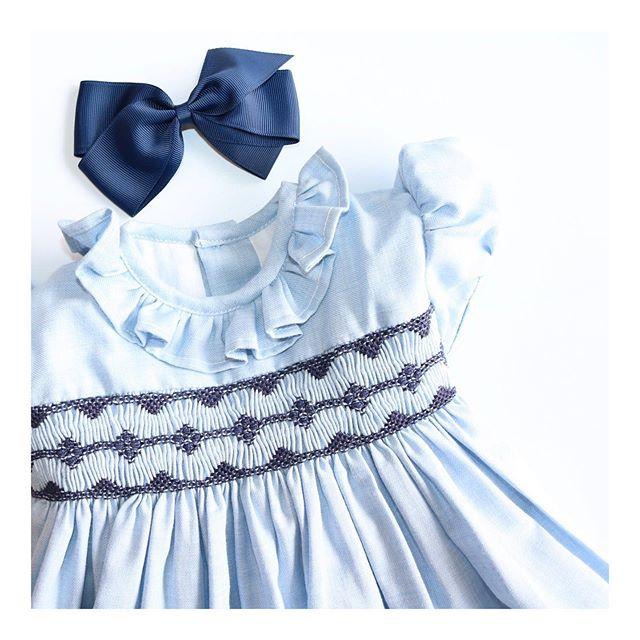 Amaia Kids ♥淡いブルーの美しいスモッキング刺繍ワンピース胸元のスモッキング刺繍はネイビーの糸を使用し、スペインの職人により施されました。柔らかく温かみのある上質のウール入り生地を使用。腰元の大きなおリボンを結んで女の子が歩く姿は最高の可愛さです。Amaia Kidsのヘアクリップと合わせて全身コーディネートを楽しまれてください。七五三、クリスマス、バースデー、出産祝いにお勧めの商品です。♡♡♡♡♡オンラインショップにてウィンターセール開催中です。ギフトにはAmaia Kidsオリジナルギフトボックスをご利用ください。「キャッシュレス・消費者還元制度」でオンラインショップにてクレジットカードご利用のお客様はお支払い金額の5%還元中︎↓↓https://bonitatokyo.com#アマイアキッズ専門店 #bonitatokyo #amaiakids #アマイアキッズ #シャーロット王女 #キャサリン妃 #ジョージ王子 #むすめふく #娘コーデ #女の子ママ #女の子ママ予定 #出産祝いギフト #リバティ子供服 #刺繍ワンピース #セール