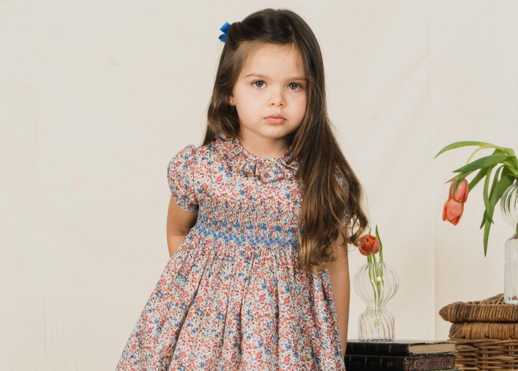 #repost@hankyu_umehanmama · · · .「Amaia Kids(アマイアキッズ)」◎〜4/7(火) ※最終日は午後5時終了◎11階『コトコトステージ111』.ロンドンのショップにはキャサリン妃が度々来店し、シャーロット王女やジョージ王子のお洋服を選ばれる英国王室御用達のキッズブランド。.男の子と女の子で同じ生地を使用し、兄弟コーディネートができるのも人気のひとつ今回はリバティファブリックを使用した阪急うめだ本店先行販売アイテムも並びます♀️ .#amaiakids #アマイアキッズ #bonitatokyo #ボニータトウキョウ #キャサリン妃 #シャーロット王女 #阪急うめだ本店 #大阪ママ #スモッキング刺繍 #リバティ子供服 #出産祝いギフト #hankyuumeda