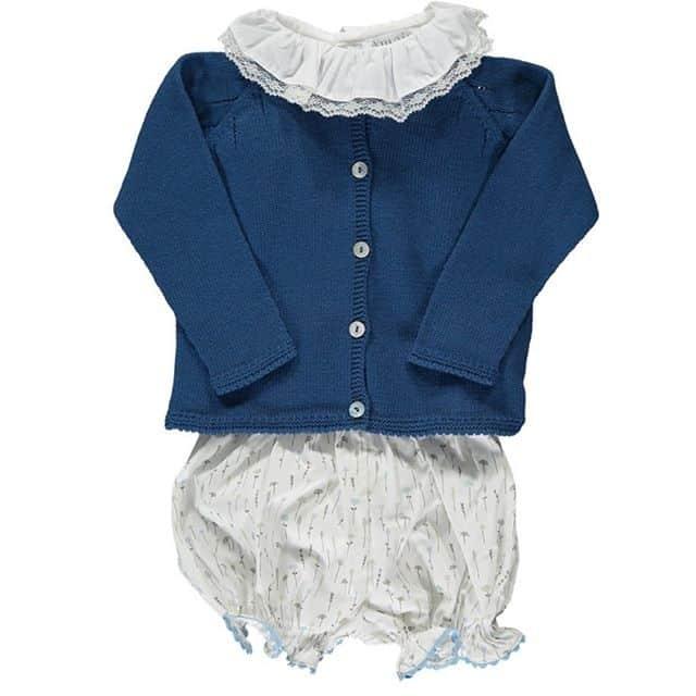Amaia Kids ♥女の子スタイルAmaia Kids (アマイアキッズ)の万能トップスの襟をカーディガンから出して、ブルマとコーディネート♡足元はハイソックスやタイツを合わせてスタイリングが可能です。♡♡♡♡♡♡♡♡♡@bonitatokyo↓↓ショップ伊勢丹新宿本館6階↓↓オンラインショップhttps://bonitatokyo.com「キャッシュレス・消費者還元制度」でオンラインショップにてクレジットカードご利用のお客様はお支払い金額の5%還元中︎オンラインショップでのギフトにはAmaia Kidsオリジナルギフトボックスをご利用ください。#アマイアキッズ専門店 #bonitatokyo #amaiakids #アマイアキッズ #シャーロット王女 #キャサリン妃 #ジョージ王子 #むすめふく #娘コーデ #女の子ママ #女の子ママ予定 #出産祝いギフト #リバティプリント #リバティ子供服 #新米ママ #コドモノ