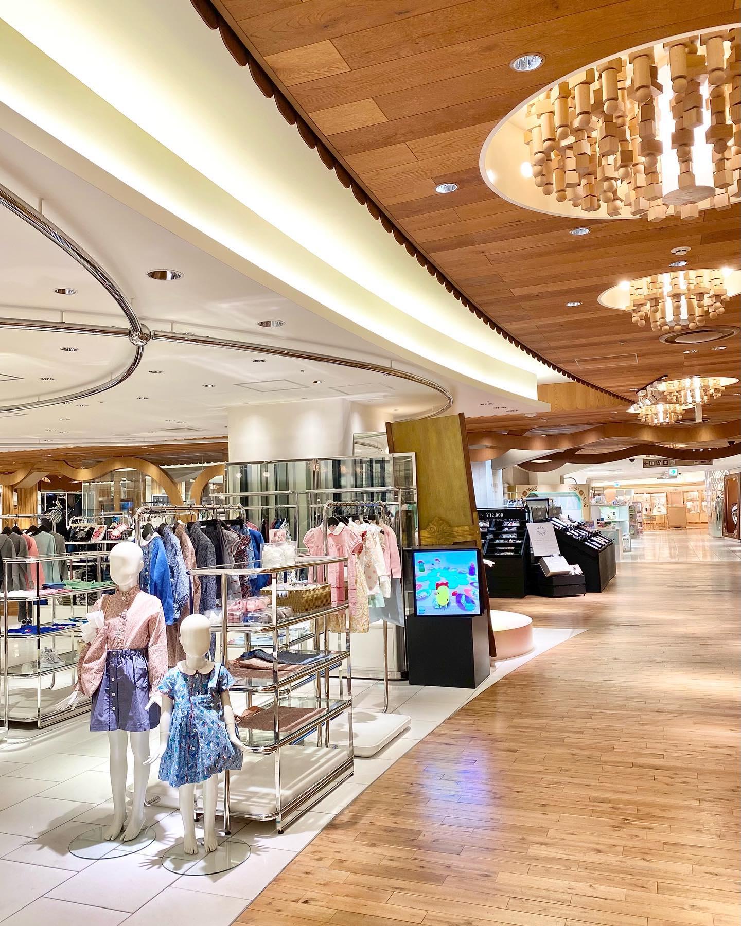 いよいよ明日から️POP UP SHOP at Isetan Shinjuku期間: 2/24(水)- 3/9(火)営業時間:10:00-19:00場所: 伊勢丹新宿店 本館6階=リ・スタイル キッズ※諸般の事情により、営業時間は変更となることがございます。@bonitatokyo︎Online Shop.https://bonitatokyo.com/#bonitatokyo #amaiakids #アマイアキッズ #シャーロット王女 #キャサリン妃 #ママコーデ #むすめふく #リバティ子供服 #サブバッグ #出産祝い #入学祝い #伊勢丹新宿店 #isetan
